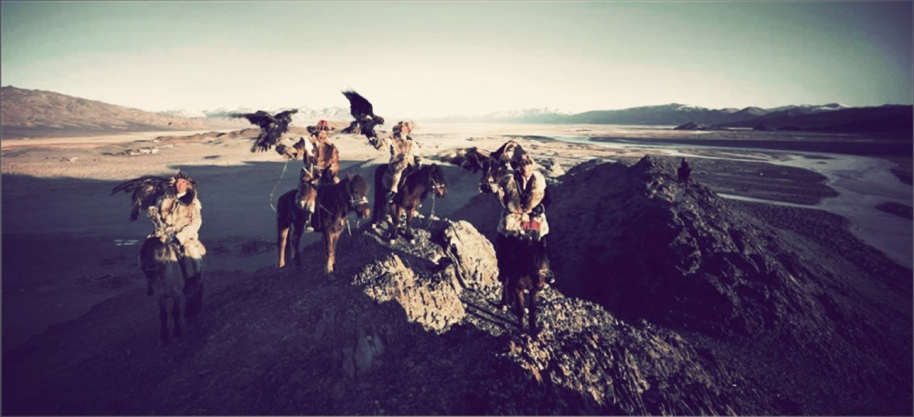 Un gruppo di Mongoli a cavallo, oggi