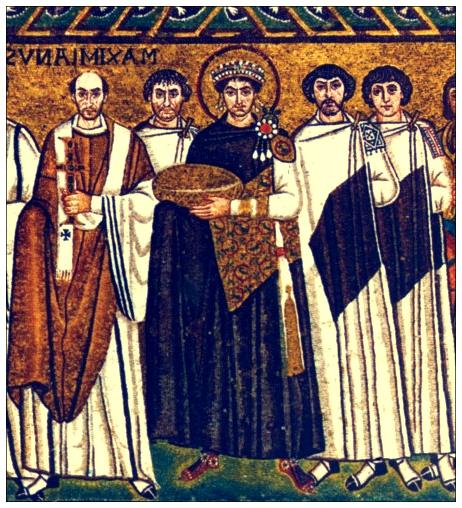 L'imperatore bizantino Giustiniano nel mosaico che lo ritrae (a Ravenna, allora capitale). Da notare l'aureola sul capo.